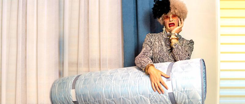 Acum si Doamna Dora doarme pe topperul Dormeo Roll Up Supreme!