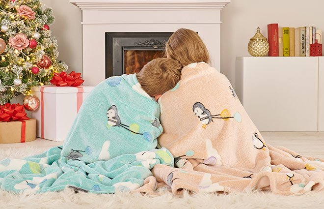 Set pentru copii din cuvertura si perna Dormeo Warm Hug 2021